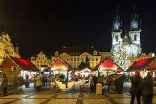 Old Town Square comes alive with the Advent – taste the history of Prague