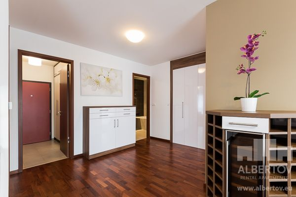 Ideal hall: design elements and functional details to ensure your comfort